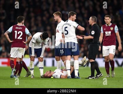 Harry Kane de Tottenham Hotspur (à gauche) semble blessé Banque D'Images