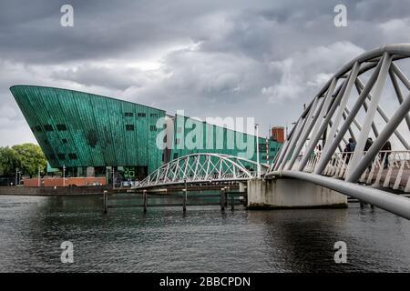 Pont menant au musée scientifique Nemo, Osterdock (East Dock) , Amsterdam, Pays-Bas