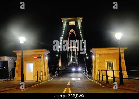 Prise de vue nocturne du pont suspendu de clifton enjambant la rivière Avon gorge
