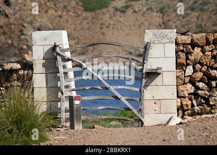 MINORQUE-SEPTEMBRE 22:porte typique sur la promenade côtière de Cami de Cavalls,Minorque Island,septembre 2018. Banque D'Images
