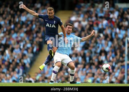Harry Kane de Tottenham Hotspur (à gauche) et Laporte Aymeric de Manchester City Banque D'Images
