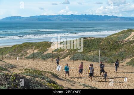 Nipomo, Californie/États-Unis - 11 mars 2020 dunes de sable et vue sur l'océan. Oceano Dunes State Recreation Area, sentier menant à la plage Banque D'Images