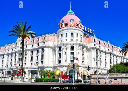 NICE, FRANCE - 16 MAI : le célèbre hôtel le Negresco le 16 mai 2015 à Nice, France. Cet hôtel de luxe historique, situé dans la Promenade des Anglais, Banque D'Images