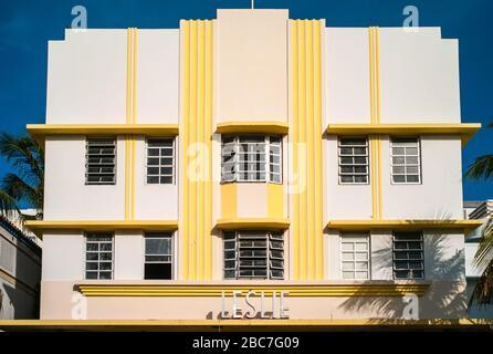 Miami Beach, Floride, États-Unis - 7 juillet 2012 : Leslie Hotel Facade on Ocean Drive dans le quartier art déco de South Beach, conçu par Albert Anis
