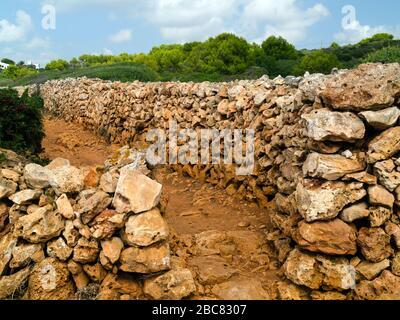Murs typiques de la ferme Menorcan sur le Camí de Cavalls,Minorque,Iles Baléares,Espagne,Europe Banque D'Images