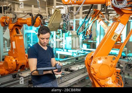 Soudage robotique voiture en chaîne de montage automobile ...