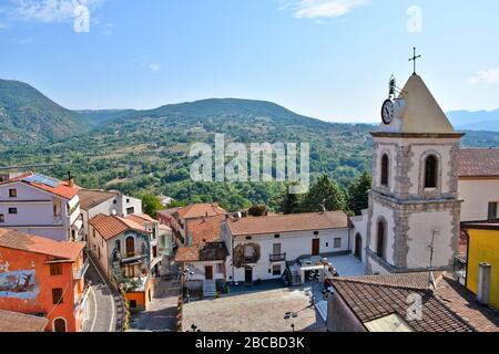 Vue panoramique sur Sant'Angelo le Fratte, un petit village de la région de Basilicate en Italie
