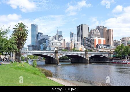Quartier central des affaires (CBD) de l'autre côté de la Yarra River, City Central, Melbourne, Victoria, Australie
