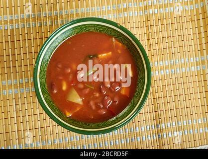 Kashmiri Rajma Masala - curry de haricots rouges avec tomate, gingembre et cardamome.