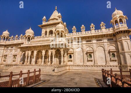 JODHPUR, INDE – DEC. 02, 2019: Célèbre mausolée Jaswant Thada au Rajasthan, un mémorial en marbre blanc connu sous le nom de Taj Mahal de Mewar.