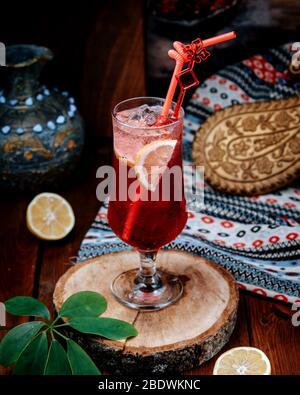 limonade aux fraises avec tranche de citron