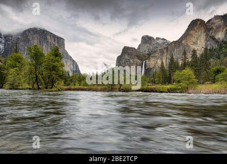 Yosemite Valley avec la rivière Merced et El Capitan