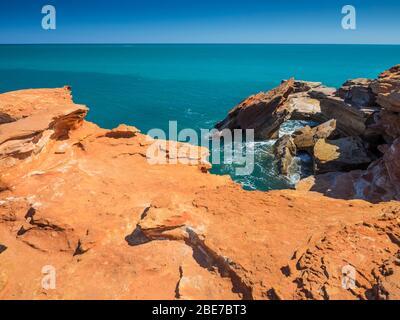 Pindoan rouge et turquoise océan Indien, Gantheaume point, Broome, les Kimberley, Australie occidentale, Australie Banque D'Images