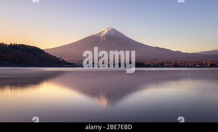 Lever du soleil sur le Mont Fuji à Kawaguchiko, Japon