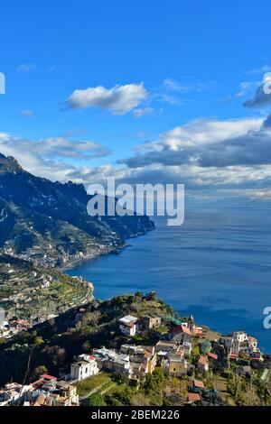 Seascape de la petite ville de Ravello en Italie