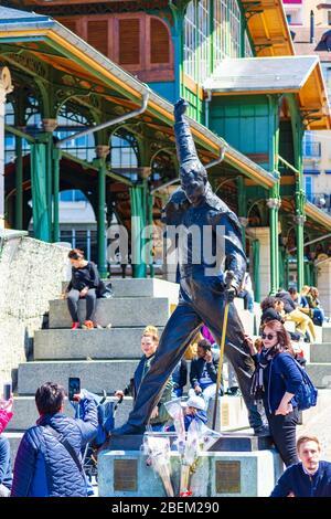 Freddie Mercury statue en bronze, chanteuse britannique et chanteuse principale du groupe rock Queen, au lac de Genève, Montreux, Suisse, Europe.