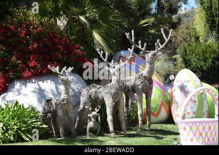 Beverly Hills, Californie, États-Unis 15 avril 2020 une vue générale de l'atmosphère de pâques exposition à la maison d'Eddie Murphy au 2727 Benedict Canyon Drive à Beverly Hills, Californie, États-Unis. Photo de Barry King/Alay stock photo