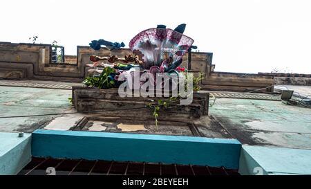 La vue sur la vieille ville de la Havane - une vue inhabituelle sur les rues - se lavant d'un balcon, Cuba