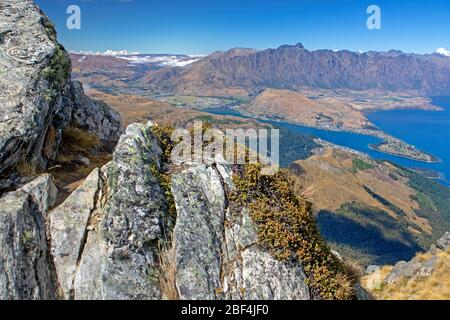 Vue sur Queenstown et le lac Wakatipu depuis Ben Lomond Banque D'Images