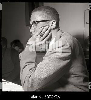 Malcolm X à Chicago, Illinois. Mai 1961. Nation de l'Islam et leader musulman noir. Image de 2,25 x 2,25 pouces négative. Banque D'Images