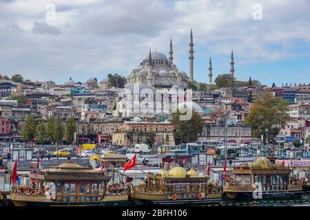 Vue sur Istanbul du bosphore à la Mosquée Suleymaniye Banque D'Images