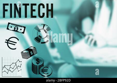 Concept de technologie Internet financière. Symbole et graphique argent sur le lieu de travail de bureau.
