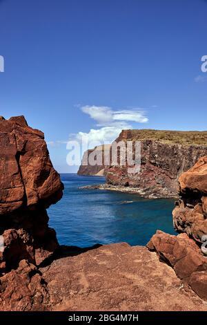 Vue sur la côte depuis la randonnée à Lanai, Hawaï Banque D'Images