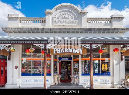 Pharmacie du XIXe siècle sur Buckingham Street, la rue principale de la ville historique d'extraction d'or d'Arrowtown, Nouvelle-Zélande