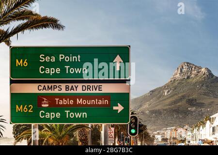 Camps Bay (Cape Town), Soutch Afrique avec un ciel fantastique pendant la saison d'hiver Banque D'Images