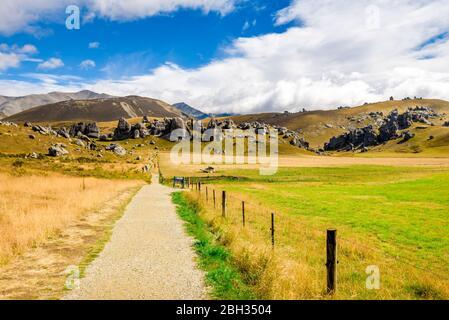 Rochers et rochers à Kura Tawhiti, réserve naturelle de Castle Hill, sur la Great Alpine Highway sur South Island, Canterbury, Nouvelle-Zélande. Banque D'Images