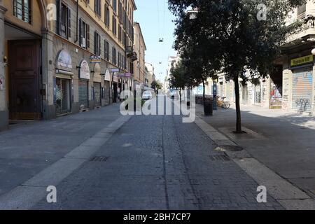 Rues vides dans le quartier chinois de Milan en raison de l'urgence de Covid 19. Les entreprises ont fermé et personne ne marche au coeur du quartier chinois de Milan.
