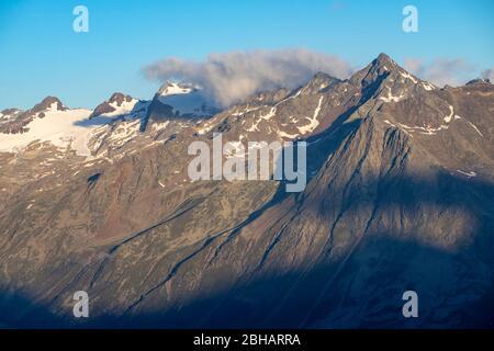 Europe, Autriche, Tyrol, Alpes de l'Ötztal, Sölden, vue du matin depuis la Brunnenkogelhaus dans les Alpes de l'Ötztal Banque D'Images