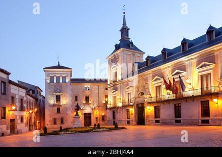 Plaza de la Villa (place de la Villa), un quartier traditionnel miedieval dans le quartier historique du centre-ville avec l'hôtel de ville, Madrid, Espagne Banque D'Images
