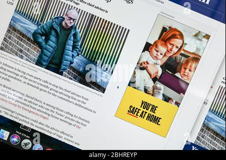 Informations publiques en ligne Coronavirus/ Covid annonce, 'vous êtes sûr à la maison' juxtaposée à un article et une photo présentant Dominic Cummings.