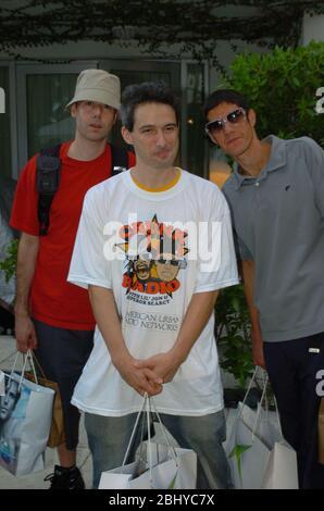 MIAMI BEACH, FL - 28 AVRIL 2020: PHOTO DE FICHIER - Orig pix pris - 08/27/04 les Beastie Boys à la Villa de style à South Beach Miami Beach, Floride personnes: Beastie Boys Adam Yauch