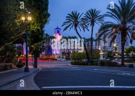 Vue sur Union Station au crépuscule, centre-ville, Los Angeles, Californie, États-Unis d'Amérique, Amérique du Nord