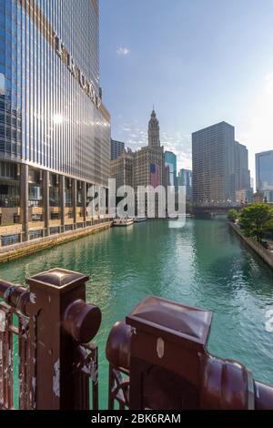 Vue sur le Wrigley Building et la rivière Chicago, Chicago, Illinois, États-Unis d'Amérique, Amérique du Nord