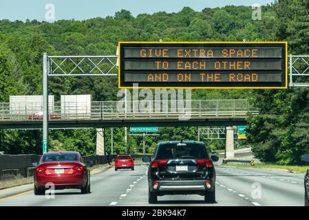 Panneau de message sur l'autoroute 78 à Atlanta, Géorgie. (ÉTATS-UNIS) Banque D'Images