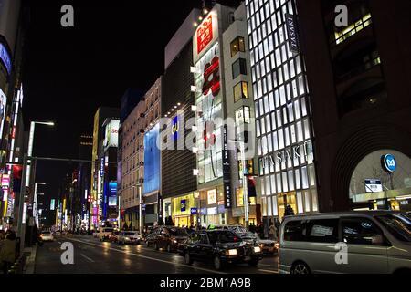 Tokyo / Japon - 03 novembre 2013 : le centre-ville de Tokyo la nuit, Japon Banque D'Images