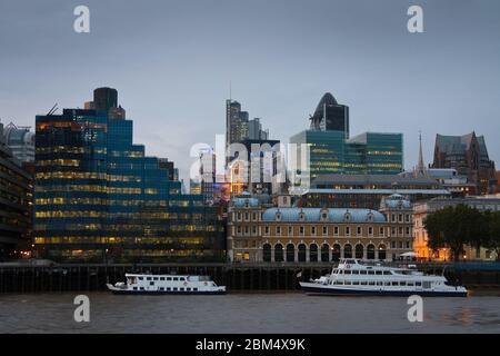 Vue sur la rue Liverpool, sur la Tamise, Londres Banque D'Images