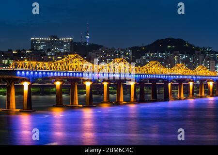 Le pont du fleuve Han à Séoul Banque D'Images