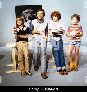 Technik für Kinder, Fernsehserie, Deutschland 1975 - 1980, Folge: Wie kann man Zeit messen, modérateur: Volker Arzt mit Kindern