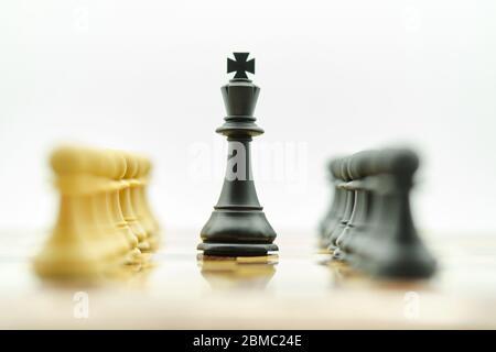jeu d'échecs de stratégie tourné en studio