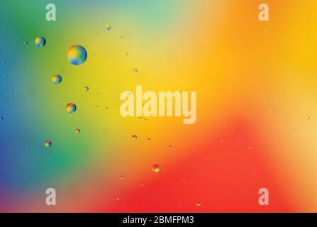 Huile colorée dans l'eau Banque D'Images