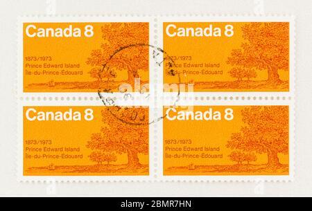 SEATTLE WASHINGTON - 10 mai 2020 : timbre orange canadien commémorant le centenaire de l'entrée de l'Île-du-Prince-Édouard dans la Confédération. Scott # 618 Banque D'Images