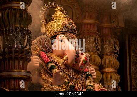 Dagdusheth Ganapati Idol à pune avec des bijoux en or et une belle décoration en 2019 Banque D'Images