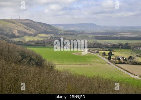 Paysage du Sussex au début du printemps vu de South Downs près du village de Poyings. Banque D'Images