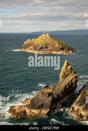 Seven Souls Rock au large de Pentire point Cornwall Banque D'Images