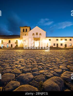 Plaza Mayor au crépuscule, Villa de Leyva, Boyaca, Colombie, Amérique du Sud Banque D'Images