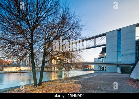 Vue sur la Spree, Marie-Elisabeth-Lüders-Haus, Paul-Löbe-Haus, Bundestag, quartier du gouvernement, Berlin, Allemagne